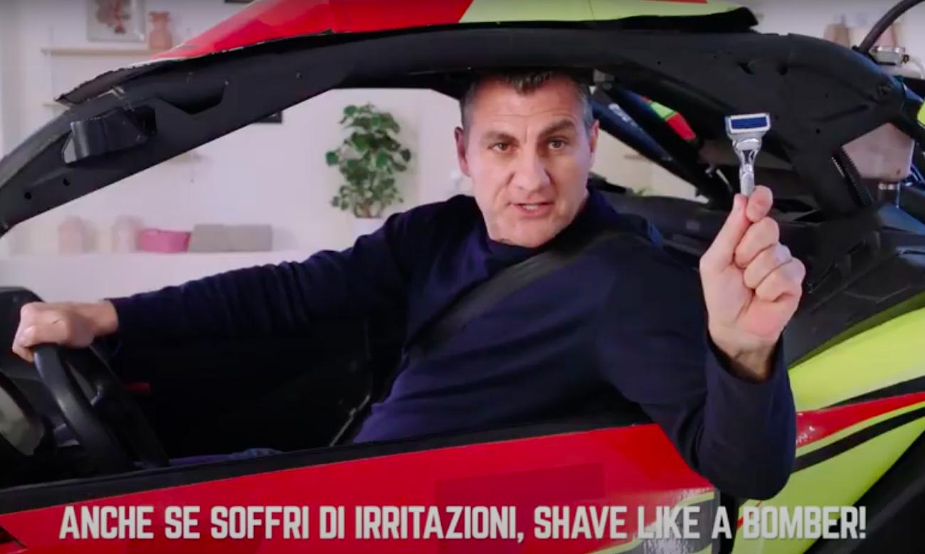 Screenshot di Bobo Vieri nella parte finale dello spot Shave Like a Bomber